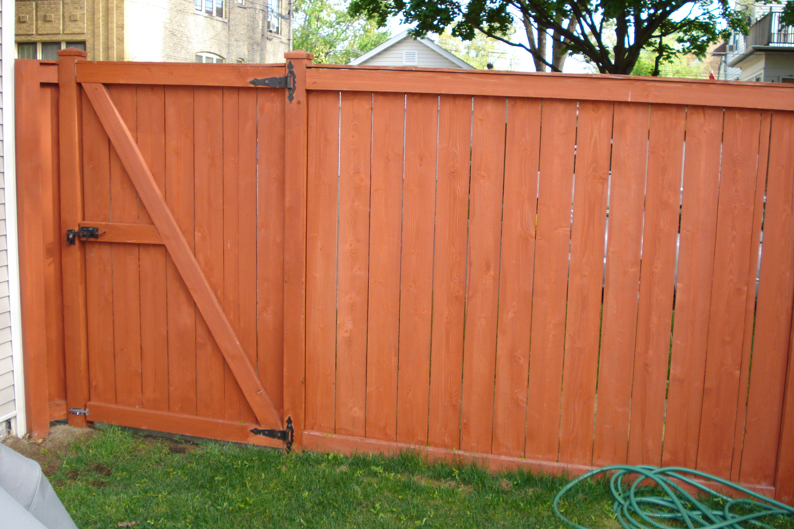 Fence staining painting aardvark painting inc - How to paint a wood fence ...